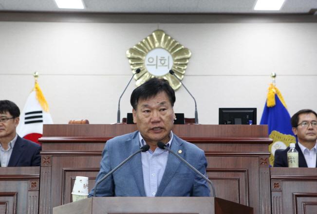 크기변환_제7대 후반기 상주시의회 이충후 의장.jpg
