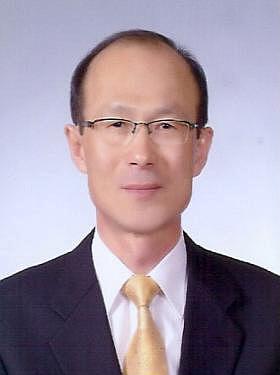 상주 뽕,누에산업 국내 최고 전문인 초빙(류강선 박사 사진).jpg